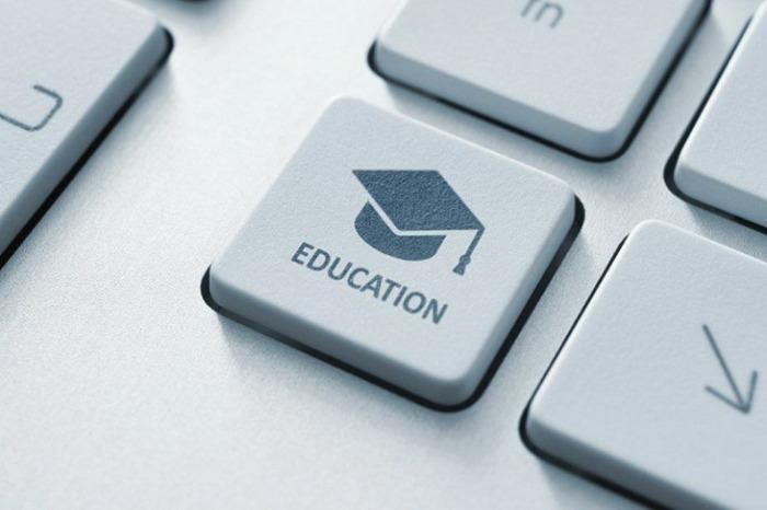 تاثیر کرونا بر آموزش مجازی 1400